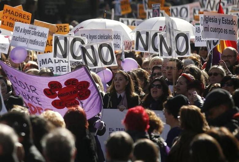 Thousands of people march to protest a government plan to limit abortions in Madrid February 1, 2014. REUTERS/Andrea Comas