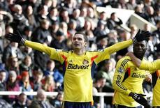 Adam Johnson, jogador do Sunderland, comemora gol sobre o Newcastle United durante partida pelo Campeonato Inglês, neste sábado, na Inglaterra. 01/02/2014 REUTERS/Russell Cheyne