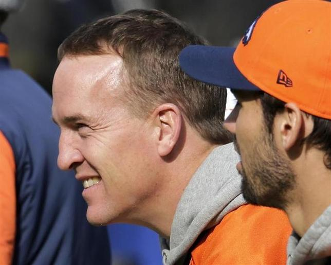Denver Broncos quarterback Peyton Manning (L) looks over the field as he sits on the bench with tight end Joel Dreessen (81) during their ''walk-through'' session for the NFL Super Bowl XLVIII football game at Met Life Stadium in East Rutherford, New Jersey, February 1, 2014. REUTERS/Ray Stubblebine