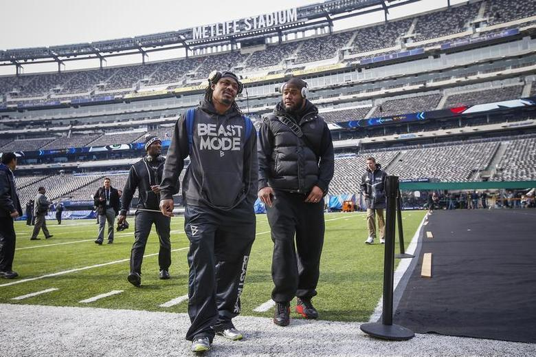 Seattle Seahawks running back Marshawn Lynch (C) walks off the field at the MetLife Stadium during their NFL Super Bowl XLVIII walk-through in East Rutherford, New Jersey February 1, 2014. REUTERS/Shannon Stapleton