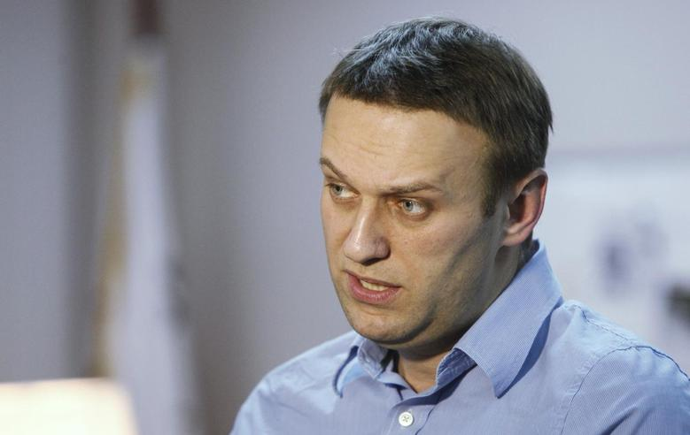 Anti-corruption campaigner Alexei Navalny speaks during an interview with Reuters in Moscow January 27, 2014. REUTERS/Maxim Shemetov
