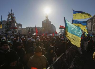Ukraine frees tortured activist as president returns...