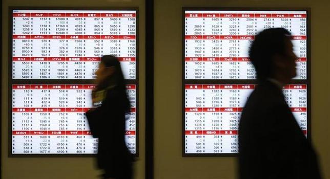 2月3日、ドル/円が実需の買いで下げ渋っているにもかかわらず、海外勢の売りが継続しており、日本株が下げ止まらない。写真は都内で昨年11月撮影(2014年 ロイター)/Yuya Shino)