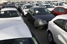Répétition du titre. Les ventes de voitures neuves en Espagne ont augmenté de 7,6% sur un an en janvier, enregistrant leur cinquième hausse consécutive grâce aux aides financières mises en place par le gouvernement. /Photo d'archives/REUTERS/Albert Gea