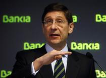Le président de Bankia, José Ignacio Goirigolzarri, a déclaré lundi que son établissement, devenu emblématique des difficultés du secteur bancaire espagnol, avait eu des discussions informelles avec des candidats en vue du rachat de la participation de 68% de l'Etat espagnol. /Photo prise le 3 février 2014/REUTERS/Andrea Comas