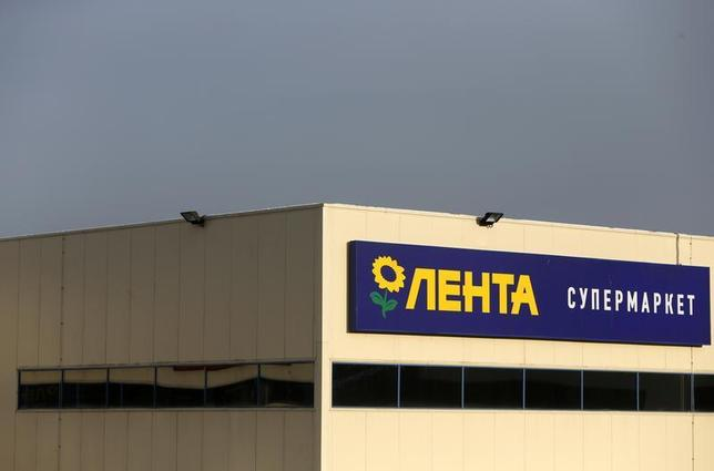 A Lenta supermarket sign is pictured in Moscow February 3. 2014. REUTERS/Maxim Shemetov