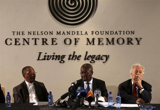 Deputy Chief Justice Dikgang Moseneke (C) reads Mandela's will as he is flanked by Professor Njabulo Ndebele (L) and Advocate George Bizos, Nelson Mandela's lawyer, confidant and friend at the Nelson Mandela Center of Memory in Houghton, February 3, 2014. REUTERS-Siphiwe Sibeko