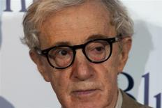 """El cineasta estadounidense Woody Allen a su llegada al estreno de la cinta """"Blue Jasmine"""" en París, ago 27 2013. Woody Allen sostiene que las acusaciones renovadas de su hija adoptiva de que el cineasta abusó sexualmente de ella a los siete años son """"falsas y una vergüenza"""", dijo el domingo una portavoz del director, un día después de que una carta que detallaba las imputaciones sacudió a Hollywood. REUTERS/Charles Platiau"""
