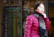 A board from a currency exchange office displays the EURO-Forint rate in Budapest, February 3, 2014. REUTERS/Bernadett Szabo