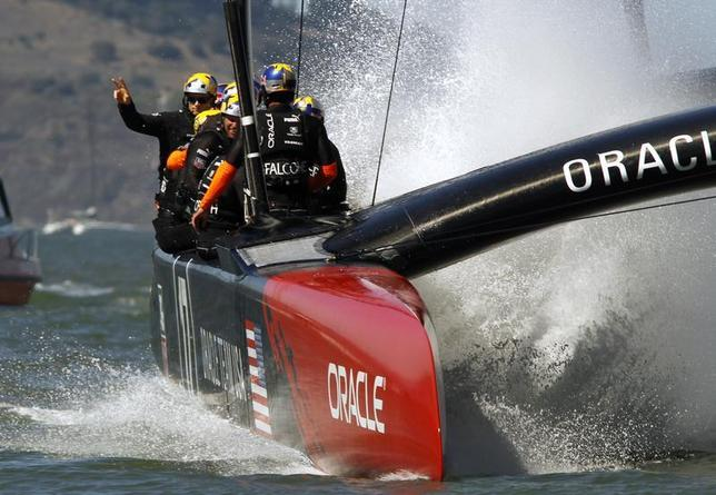 Oracle Team USA skipper Jimmy Spithill (L) waves to the crowd after defeating Emirates Team New Zealand during Race 16 of the 34th America's Cup yacht sailing race in San Francisco, California September 23, 2013. REUTERS/Robert Galbraith
