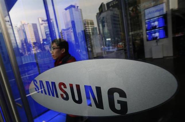 2月4日、韓国のサムスン電子は、同社の主力スマートフォンの最新版「Galaxy S5」を今月24日に発表する。ソウルの本社で1月撮影(2014年 ロイター/Kim Hong-Ji)