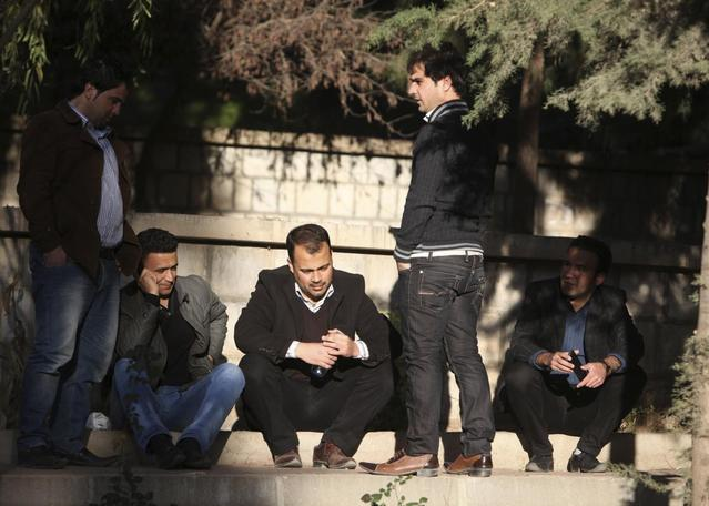 Iraqi Kurdish men chat on a street in the Kurdish town of Halabja, near Sulaimaniya, 260 km (160 miles) northeast of Baghdad, February 1, 2014. REUTERS/Yahya Ahmad