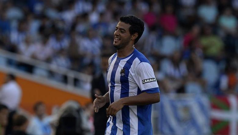 Real Sociedad's Carlos Vela celebrates scoring a goal against Getafe during their Spanish first division soccer match at Anoeta stadium in San Sebastian August 17, 2013. REUTERS/Vincent West