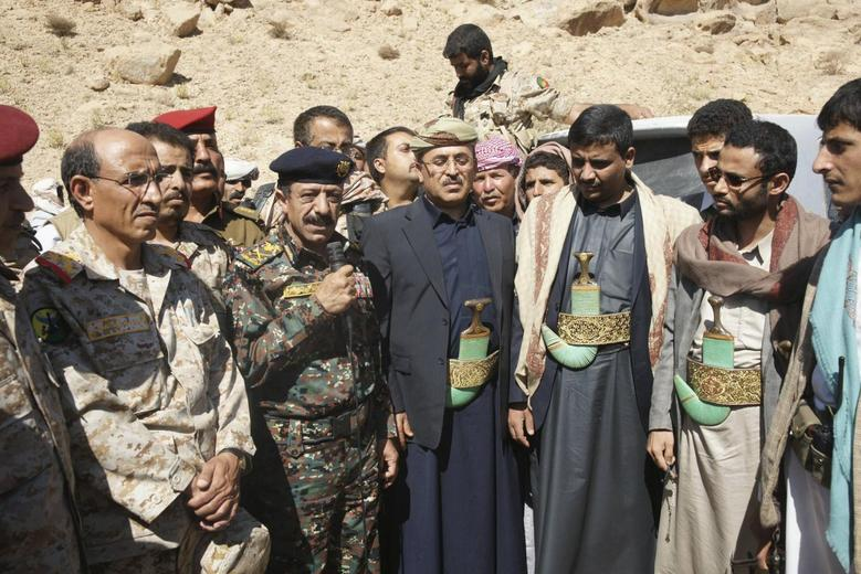 Abdul-Qader Hilal (C), mayor of the Yemeni capital Sanaa, stands with military officials and tribesmen during a mediation between Shi'ite Muslim rebels and Sunni tribesmen in the northern province of Amran February 4, 2014. REUTERS/Yemen's Defence Ministry/Handout via Reuters