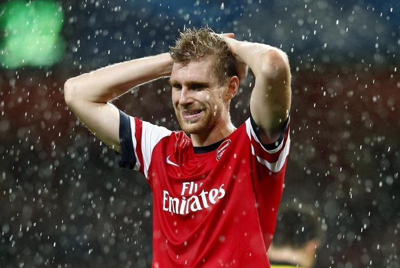 Arsenal's Per Mertesacker reacts after being defeated by Borussia Dortmund in their Champions League soccer match at the Emirates stadium in London October 22, 2013. REUTERS/Eddie Keogh