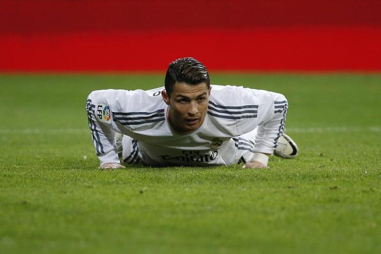 Real Madrid's Cristiano Ronaldo reacts during their Spanish King's Cup match against Espanyol at Santiago Bernabeu stadium in Madrid January 28, 2014. REUTERS/Juan Medina