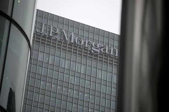 A sign is seen on the Canary Wharf offices of JP Morgan in London September 19, 2013. REUTERS/Neil Hall/Files