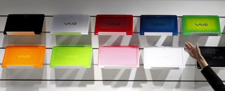 An employee points to Sony VAIO laptop cases at the company's showroom in Tokyo May 4, 2011. REUTERS/Kim Kyung-Hoon