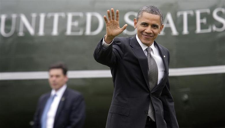 U.S. President Barack Obama waves to reporters as he returns from a daytrip in North Carolina, to the White House in Washington, February 13, 2013. REUTERS/Jonathan Ernst