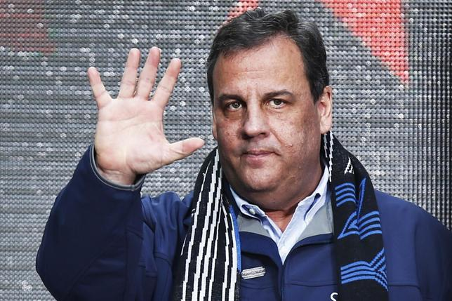 New Jersey Governor Chris Christie waves to guests as he attends the Super Bowl Hand-Off Ceremony at the Boulevard fan zone ahead of Super Bowl XLVIII in New York February 1, 2014. REUTERS/Eduardo Munoz