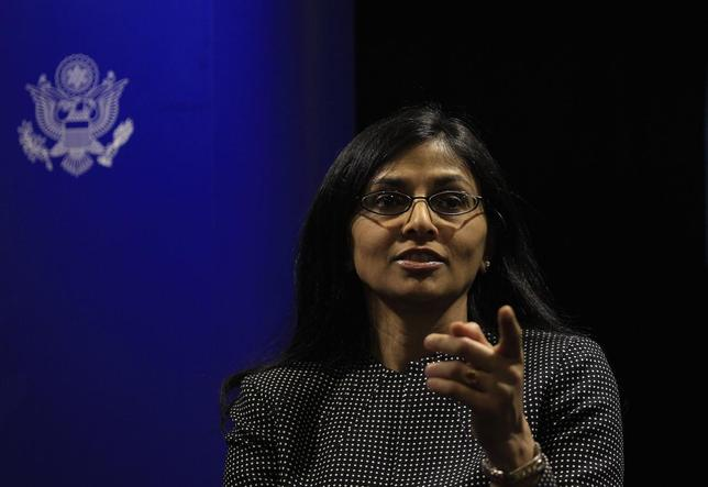 Nisha Desai Biswal, U.S. assistant secretary for South and Central Asian Affairs, gestures during a news conference in Colombo February 1, 2014. REUTERS/Dinuka Liyanawatte