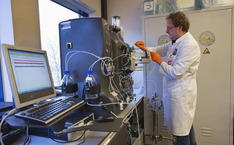 An operator installs a chromatography column to purify the gene therapy drug Glybera at Dutch biotech company uniQure in Amsterdam December 13, 2012. REUTERS/Michael Kooren