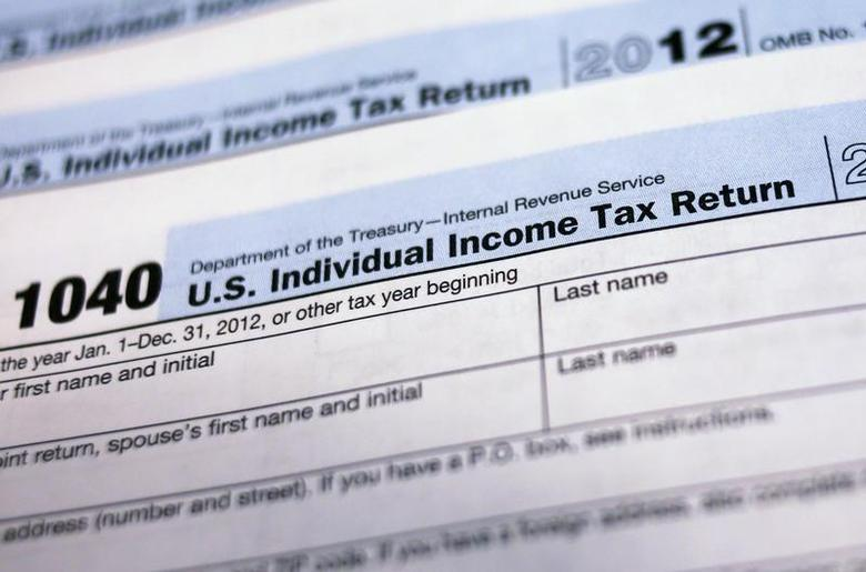 U.S. 1040 Individual Income Tax forms are seen in New York March 18, 2013. REUTERS/Shannon Stapleton