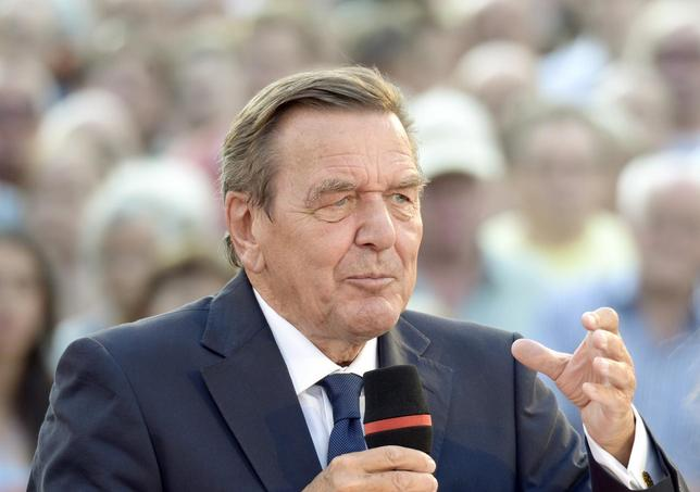 Former German Chancellor Gerhard Schroeder delivers his speech as he supports Social Democratic top candidate Peer Steinbrueck (SPD) (not pictured) during an election campaign in Hanover, August 21, 2013. REUTERS/Fabian Bimmer