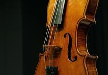 Trois personnes ont été arrêtées dans l'enquête sur le vol d'un violon Stradivarius vieux de trois siècles, a annoncé mercredi le bureau du procureur du comté de Milwaukee (Wisconsin), sans préciser si l'objet, d'une valeur de plusieurs millions de dollars, avait été retrouvé. /Photo d'archives/REUTERS/Brendan McDermid