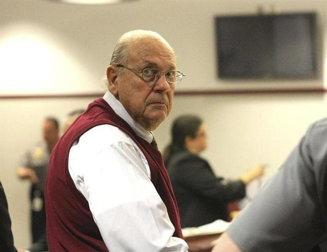 Curtis Reeves Jr. looks into the gallery during his bail hearing in Dade City, Florida, February 5, 2014. REUTERS/Andy Jones/Tampa Tribune/Pool