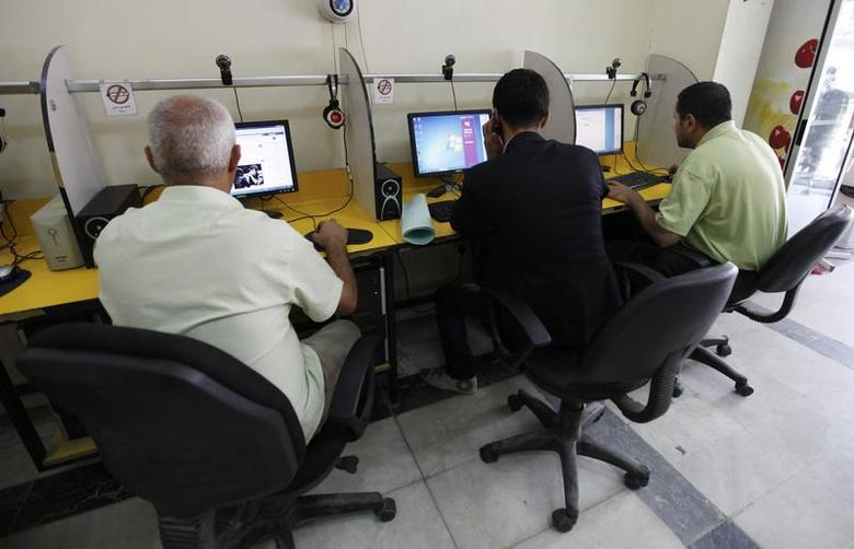 People surf the Internet at an Internet cafe in Baghdad November 11, 2012. REUTERS/Mohammed Ameen