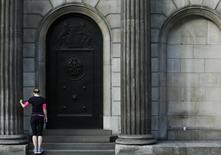 A woman exercises on the steps of the Bank of England in the City of London January 16, 2014. REUTERS/Luke MacGregor