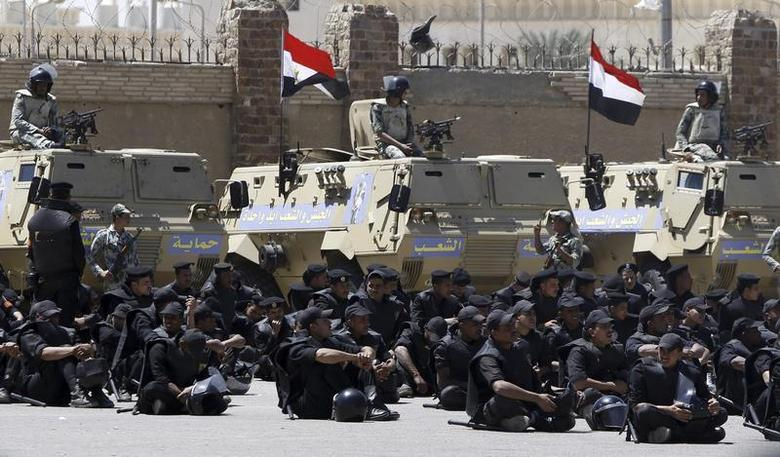 Riot police and army soldiers are seen outside the police academy where a trial is being held for those accused of involvement in a soccer stampede, on the outskirts of Cairo April 17, 2012. REUTERS/Amr Abdallah Dalsh