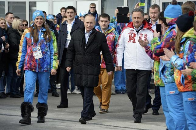 (From L to R) Olympic Village Mayor Elena Isinbaeva, Russian President Vladimir Putin and Russian Minister of Sport, Tourism and Youth policy Vitaly Mutko visit the Coastal Cluster Olympic Village ahead of the Sochi 2014 Winter Olympics at the Athletes Village in Sochi February 5, 2014. REUTERS/Pascal Le Segretain/Pool