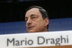 O presidente do Banco Central Europeu, Mario Draghi, fala durante a coletiva de imprensa mensal do BCE em Frankfurt. O BCE manteve a taxa de juros na mínima recorde nesta quinta-feira mas repetiu que permanece pronto para agir, admitindo que a turbulência nos mercados emergentes pode afetar a zona do euro. 06/02/2014 REUTERS/Ralph Orlowski