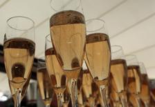 Lanson-BCC, numéro deux mondial du champagne en volumes vendus derrière le groupe LVMH, a vu ses ventes grimper de 8,2% au quatrième trimestre 2013 et a soldé son exercice 2013 par un chiffre d'affaires en progression de 4,2%, dans un marché du champagne en repli. /Photo d'archives/REUTERS/Eric Gaillard