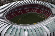 Vista aérea do estádio Beira-Rio, em Porto Alegre, que ainda será inaugurado para a Copa do Mundo deste ano. Foto de 30 de janeiro de 2014. REUTERS/Edison Vara