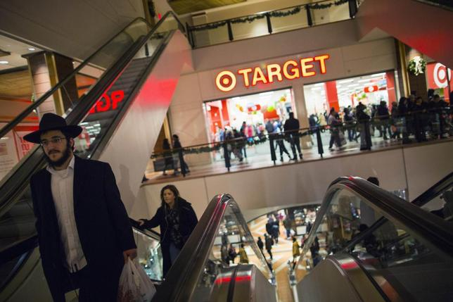 Shoppers are seen at a Target store during Black Friday sales in the Brooklyn borough of New York, November 29, 2013. REUTERS/Eric Thayer