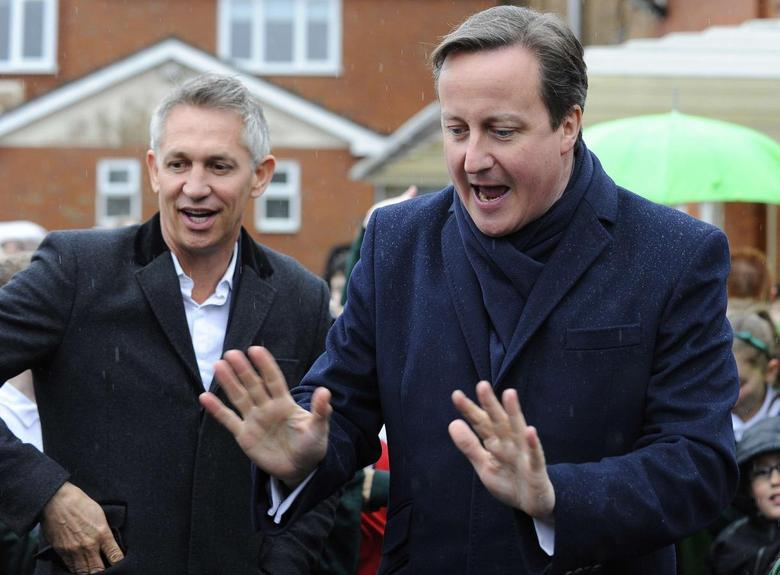 Britain's Prime Minister David Cameron (R) arrives with sports broadcaster Gary Lineker at St Brigid's Catholic Primary School in Birmingham, central England Ferbruary 6, 2014, REUTERS/Andrew Yates/Pool