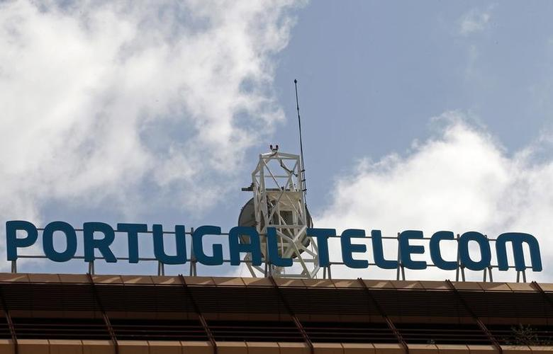 An antenna is seen on top of the Portugal Telecom (PT) headquarters in Lisbon February 28, 2013. REUTERS/Jose Manuel Ribeiro