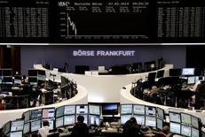 Les Bourses européennes sont en hausse infime vendredi à mi-séance. Le CAC 40 avançait de 0,17% vers 13h05, le Dax prenait 0,2% et le FTSE 0,1%. /Photo prise le 7 janvier 2014/REUTERS/Remote