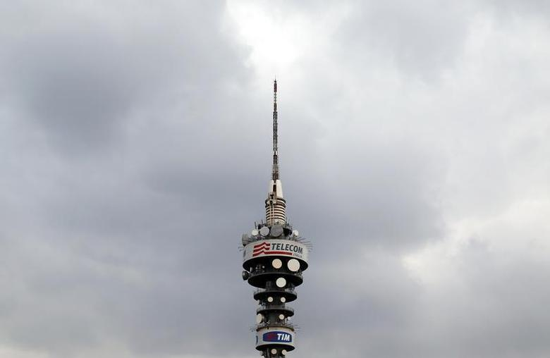A Telecom Italia tower is pictured in Rome, December 20, 2013. REUTERS/Alessandro Bianchi