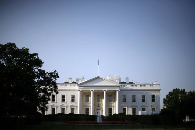 The White House is pictured shortly after sunrise in Washington, August 1, 2007. REUTERS/Jason Reed
