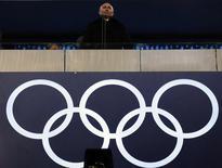 El presidente ruso Vladimir Putin asiste el viernes a la ceremonia de apertura de los Juegos Olímpicos de Sochi. Feb 7, 2014. Los sueños de gloria de Putin en Sochi se están ahogando en un mar de sátiras en Internet que se burlan de todo, desde los baños hasta las amenazas de bomba. REUTERS/Phil Noble