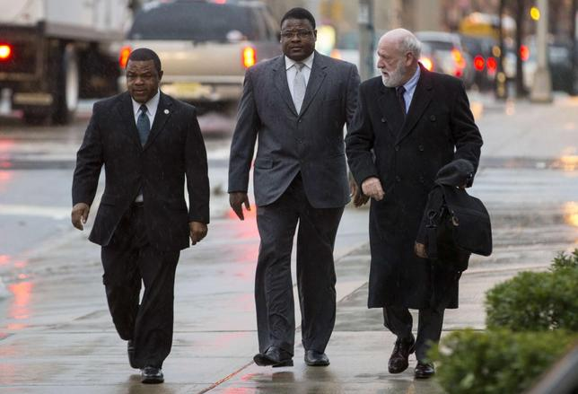 Trenton New Jersey Mayor Tony Mack (L) and his brother Ralphiel Mack (center) arrive at United States Court in Trenton, New Jersey, January 6, 2014. REUTERS/Mike Segar
