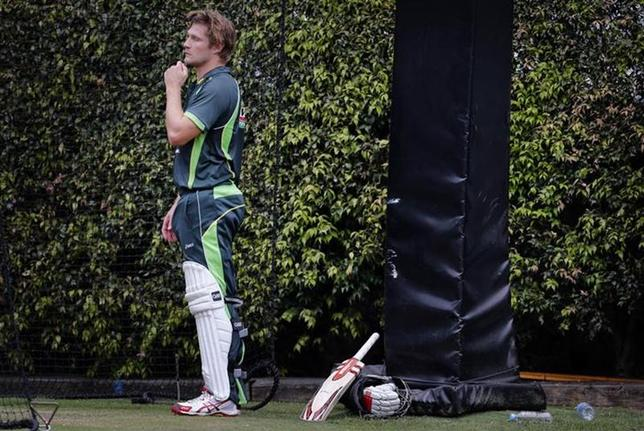 Australia's Shane Watson takes a break from batting in the nets during a team training session at the Sydney Cricket Ground January 2, 2014. REUTERS/David Gray