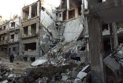 Syria evacuates civilians from besieged Homs center