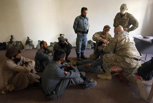 U.S. military advisors for NATO Training Mission-Afghanistan (NTM-A) conduct Combat First Aid lessons with Afghan policemen inside a police station in Khas Konar district in Kunar province, eastern Afghanistan October 6, 2011. REUTERS/Erik De Castro