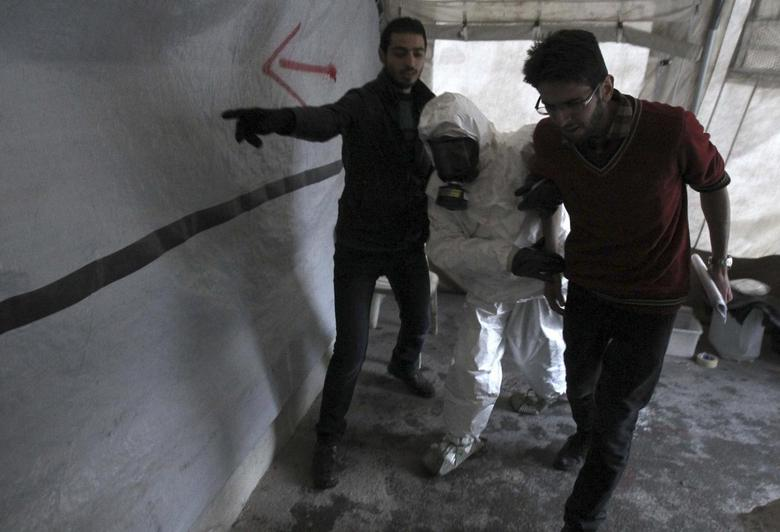 A Free Syrian Army medical group conducts a training on how to cope with chemical weapons attacks in Aleppo December 25, 2013. Picture taken December 25, 2013. REUTERS/Ammar Abdullah