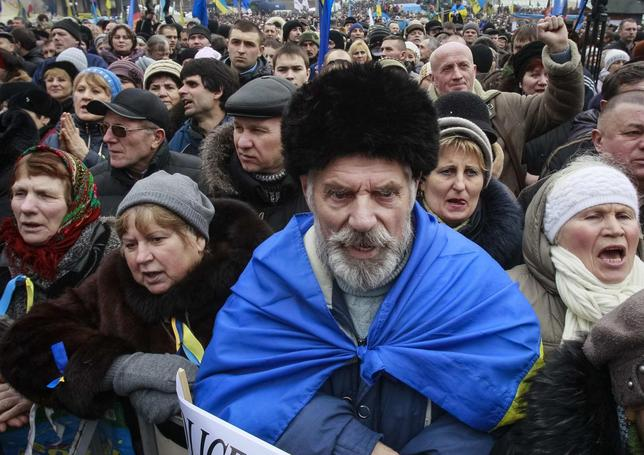 People shout slogans during an anti-government rally in Kiev February 9, 2014. REUTERS/Gleb Garanich